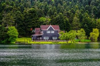 Можно ли построить дом на берегу водоема?