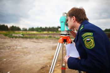 Установлен порядок осуществления Росреестром государственного надзора за деятельностью саморегулируемых организаций кадастровых инженеров