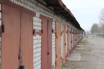 Кто имеет право на предоставление земельного участка в соответствии с законом  «О предоставлении членам гаражных кооперативов земельных участков, на которых расположены гаражи, в собственность бесплатно»?